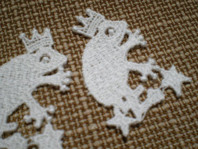 画像1: 幸福を呼ぶカエルさん!? 繊細な綿モチーフレース 3枚
