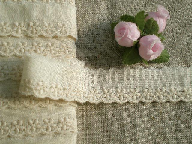 画像1: オリジナル・ダブルガーゼの花柄の綿レース 生成り 13M