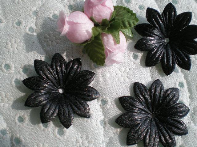 画像1: 約4c 日本製 クロのヌメ皮 花柄モチーフ 3個入り