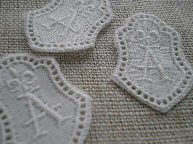 画像1: A 綿の繊細なプチイニシャルモチーフ 3枚入り
